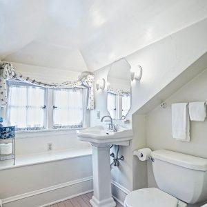 kings-cottage-inn-lancaster-pa-airbnb-082